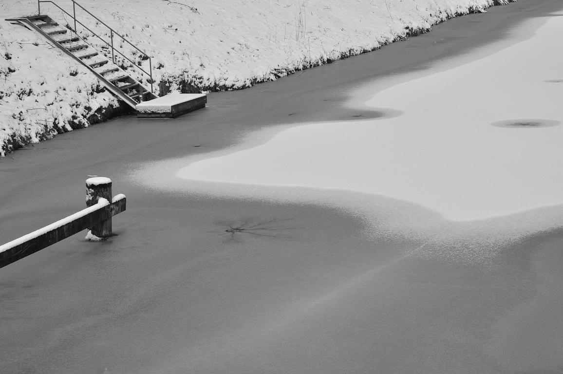 Eisig: Zugefrorener See
