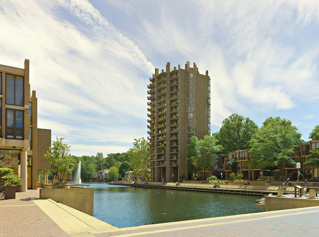 Lake Anne Plaza, Reston