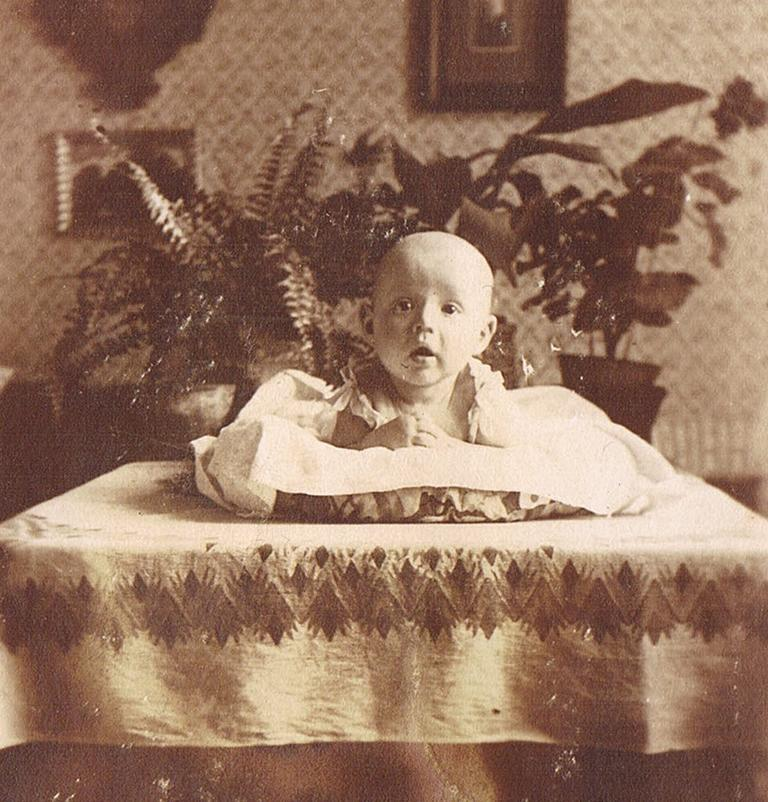 Alte Kinderfotos: Baby 1922