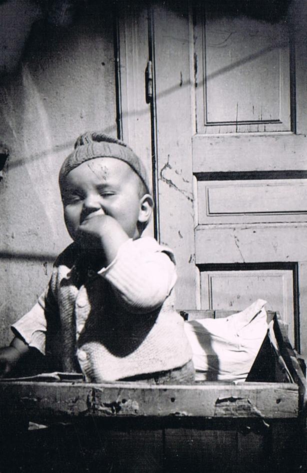 Alte Kinderfotos: Baby 1943