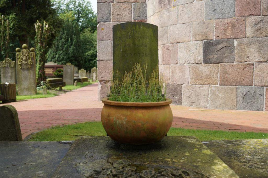 Geschichte Hooksiel: Friedhof Pakens