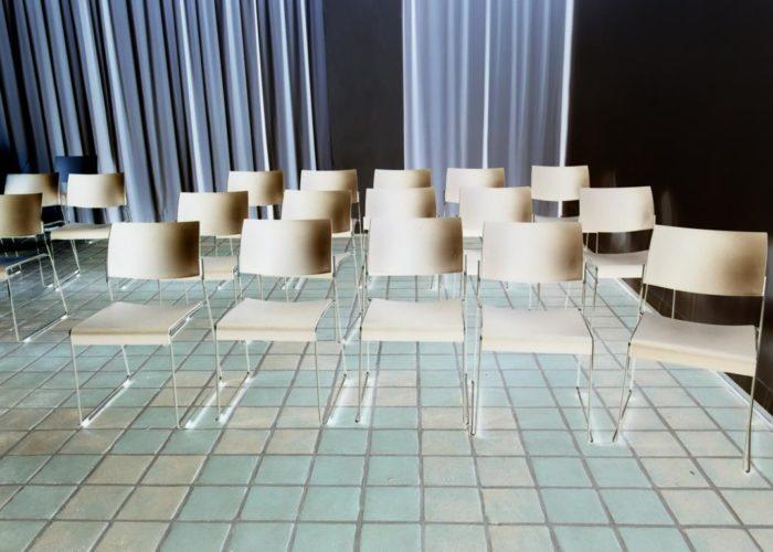 Invertiert: Stühle
