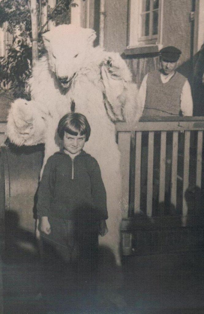 Alte Kinderfotos: Eisbärkostüm