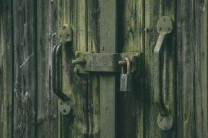 Hinter verschlossenen Türen